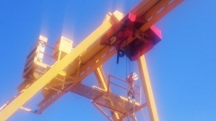 Gantry crane with hoists of GIGA in port Nakhodka