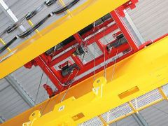 Wire-rope hoists GIGA - with rope stabilization on magnet traverse
