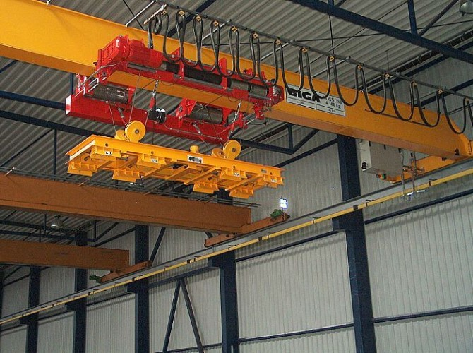 Bridge crane GJMJ 4,4t/27,5m with magnets and rope stabilization