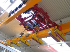Crane with a rotary hoist and magnets