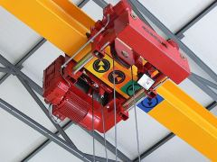 Hoists GIGA – hoist with rope stabilization